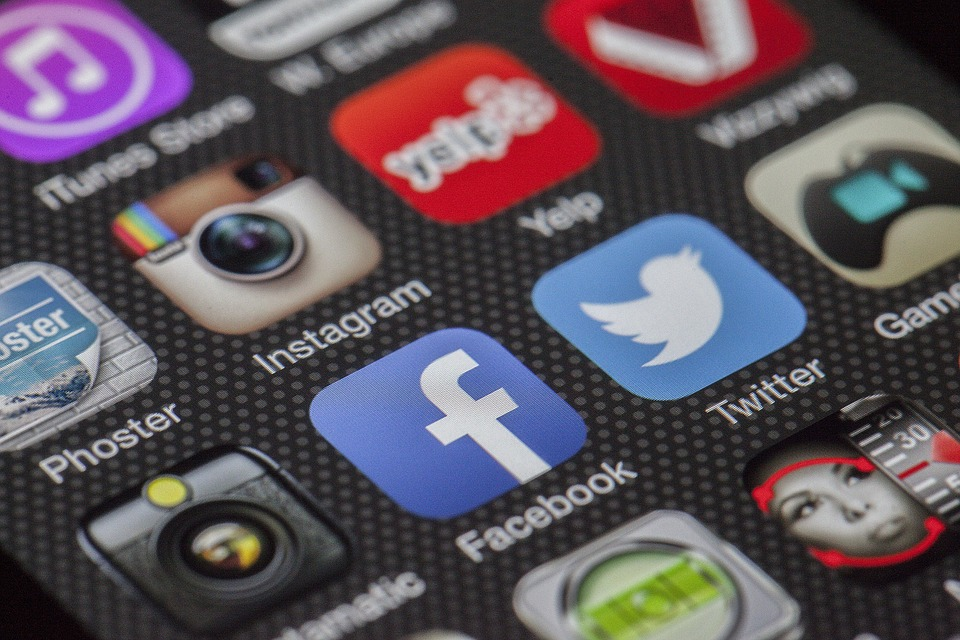7 Ways that Social Media is Affecting Us Positively